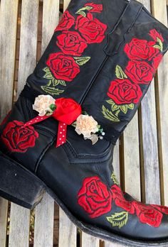 WILDFLOWER BOOT GARTER Red Cream Silk Flowers Green Crystal Polka Dot Ribbon Horse Charm on Black Lace Boot Garter Cowgirl Style Outfits, Rodeo Outfits, Cowgirl Fashion, Autumn Fashion Women Fall Outfits, Winter Fashion, Western Style, Western Wear, Black Lace Boots, Old Boots