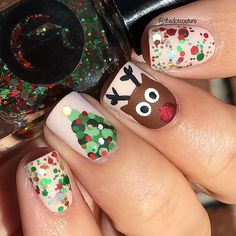 I can't stop with the Christmas nails! I did some reindeer nails a few years ago so I did a re-imagining for my Christmas Nail Art post over at @cutegirlshairstyles (clickable link in my bio!) The glitter used here is @cirquecolors Holo-Day Cheer