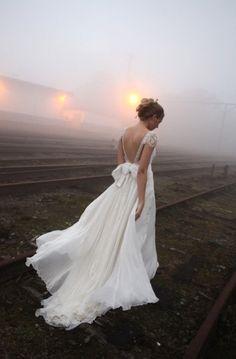 Emannuelle Junqueira A personalisierte Hochzeit deress. ♥ Gorgeous Backless Silk Wedding Dress