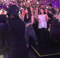 Pin for Later: Jessica Biel Finally Shows Her Belly at Justin Timberlake's Concert