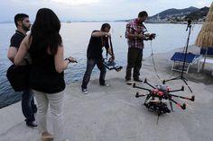 Ora anche un drone sarà al servizio della tv e  soprattutto del calcio. Spidercam flycam ipermotion, nato proprio nel mondo del fantasy , farà il suo debutto sul campo verde durante gli allenamenti della Sampdoria a Bogliasco (Ansa)
