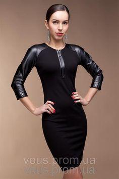 Черное трикотажное платье с кожей