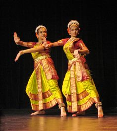 Kuchipudi Danseuses in Action - 'Kuchipudi' is a Classical Indian dance from Andhra Pradesh, India Indian Classical Dance, Classical Music, Indiana, Dance Movies, Unity In Diversity, Folk Dance, Asian History, Dance Fashion, Incredible India