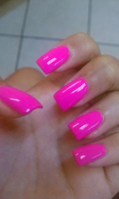 Hot Pink Nails via Longhairstyleshow. Edgy Nails, Hot Nails, Fancy Nails, Trendy Nails, Grunge Nails, Bright Pink Nails, Matte Pink Nails, Coral Nails, Fluorescent Nails