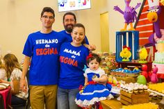 Mamá, papá y hermano de Regina gallina pintadita