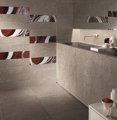 Essenziale e lineare questo #bagno #abkemozioni, ma senza rinunciare al gusto per il #decoro. Collezione DOCKS di ABK, colore Silver per il #rivestimento e Grey per il #pavimento. Decoro Splash arancio. #wall #floor #ceramic #tiles #gres #porcellanato #homedesign #interiordesign