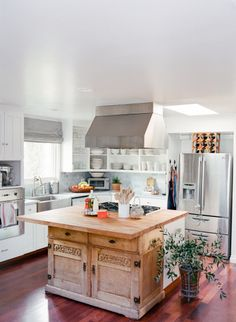 We could cook in this kitchen all day long: http://www.stylemepretty.com/living/2015/04/10/chic-and-casual-dinner-for-friends/   Photography: Erin Hearts Court - http://www.erinheartscourt.com/