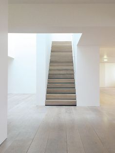 10 Favorites: Warm Wooden Stairs, Modern Edition – Remodelista I love the wood color John Pawson Dinensen Stairs John Pawson, Contemporary Stairs, Modern Stairs, Contemporary Decor, Minimalist Interior, Modern Interior Design, Minimalist House, Minimalist Bedroom, Modern Minimalist