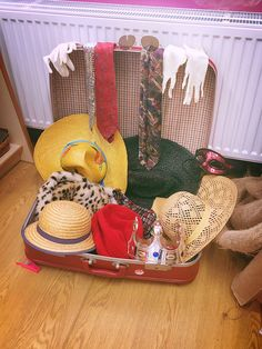 Deconstructed Role Play, Curiosity Approach Eyfs, Treasure Basket, Role Play Areas, Eyfs Classroom, Classroom Environment, Baby Learning, Little Learners, Classroom Inspiration