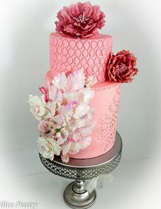 Featured Wedding Cake: Bliss Pastry; Unique Wedding Cake Inspiration. To see more: http://www.modwedding.com/2014/07/04/unique-wedding-cake-inspiration/ #wedding #weddings #wedding_cake Featured Wedding Cake: Bliss Pastry