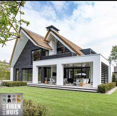 130 back porch designs perfect for everything 11 Dream House Exterior, Dream House Plans, Dream Home Design, Modern House Design, Back Porch Designs, Exterior Design, Future House, Beautiful Homes, Building A House