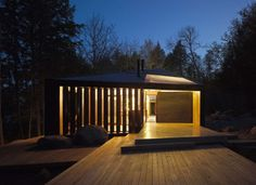 A Toronto family of five requested a cottage that is 'modern and open' but retains a quintessential 'cottage feel'. The building was to be commodious and ac...