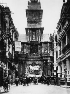 Queen's Road 皇后大道 in Central on Hong Kong Island in 1900.