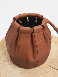 Louis Vuitton Monogram Empreinte Leather Pochette Metis Handbag Article: Made in France – The Fashion Mart Leather Chain, Leather Tassel, Leather Pouch, Leather Purses, Leather Handbags, Leather Bags, Crea Cuir, Women's Crossbody Purse, Classic Leather