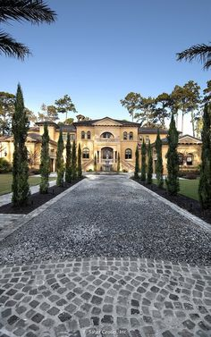 Villa Belle - stone driveway