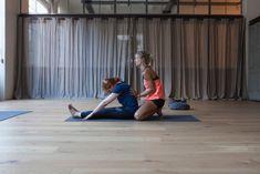 Uttanasana, trikonasana e balasana: sono gli esercizi yoga per eliminare alcuni fastidiosi disturbi muscolari. Li abbiamo provati per voi, con accorgimenti, tecniche e i consigli di una vera esperta