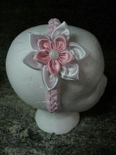 Pink and white flower bow.