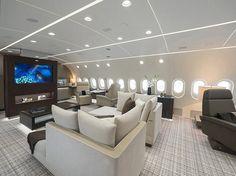 Aviões comerciais viram casa voadora, com chuveiro, quartos e teto virtual -Sala de estar de um Boeing 787 na versão executiva (Foto: Divulgação)