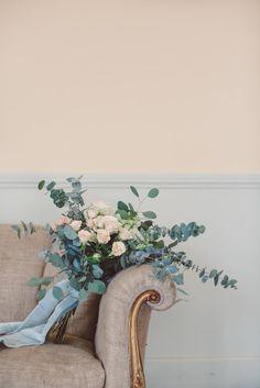 Bridal Bouquet Flowers Cream Blush Roses Eucalyptus Blue Velvet Ribbon Vintage Chair Gold Breathtaking Lake Como Wedding Ideas http://lillyred.it/