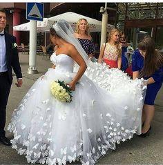Şahane ���������� #makyaj #weddingdress #makeup #fashion #gloss #güzellik #style #bakım #saç #hair #girl #instamakeup #eyes #kadın #beauty #cosmetics #kozmetik #lipstick #eyeshadow #girls #hairstyle #krem #makyajblogu #cilt #maske #aşk #düğün #wedding #gelin http://turkrazzi.com/ipost/1524866564006937748/?code=BUpag-VgQSU