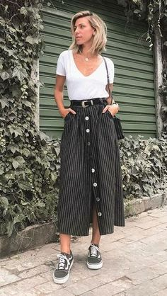 Saia midi com tênis: 9 maneiras imperdíveis de investir nessa dupla Midi outfit with sneakers: 9 must-have methods to take a position on this pair. Mode Outfits, Casual Outfits, Fashion Outfits, Womens Fashion, Dress Fashion, Long Skirt Outfits, Midi Skirt Outfit, Club Outfits, Looks Style