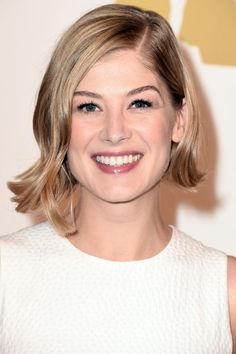 THE ASYMMETRICAL BOB Rosamund Pike