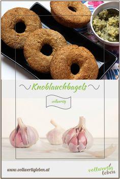 Es muss nicht immer ein Knoblauchbaguette sein. Warum nicht mal Knoblauchbagels? Die sind handlicher und gleich ordentlich portioniert. Für alle, die es richtig knoblauchig haben wollen, gibt´s noch Knoblauch-Kräuterbutter dazu. #vollwert #vollkorn #knoblauchbagels #bagels #rezept #diy #vitalstoffreich #getreide #gebäck #brot #bagel #volleskorn #knoblauch #selberbacken Cinnamon Cream Cheese Frosting, Cinnamon Cream Cheeses, Black Sesame Ice Cream, Cake Games, Fox Cookies, Pumpkin Spice Cupcakes, Bear Cakes, Few Ingredients, Fall Desserts