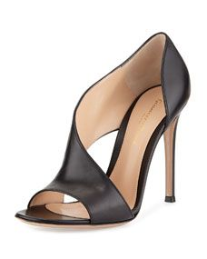 Gianvito Rossi Asymmetric Half-dOrsay Sandal - ropa, vacaciones y más Pretty Shoes, Beautiful Shoes, Cute Shoes, Me Too Shoes, Girl Cowboy Boots, Rossi Shoes, Looks Chic, Pumps, Fashion Heels
