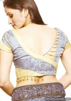 Some additional designs added to the neck back. More latest blouse design model. Some additional designs added to the neck Simple Blouse Designs, Stylish Blouse Design, Blouse Back Neck Designs, Choli Designs, Fancy Blouse Designs, Latest Blouse Designs, Blouse Models, Saree Models, Designer Blouse Patterns