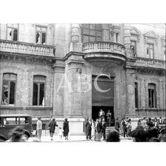 1936 FACHADA DEL GRAN CASINO DE SAN SEBASTIÁN, QUE POR LA PARTE DEL BULEVAR, APARECE LLENA DE IMPACTOS, DESPUÉS DE LA RENDICIÓN DE LOS NACIONALES QUE ALLÍ SE HABÍAN HECHO FUERTES.: Descarga y compra fotografías históricas en | abcfoto.abc.es