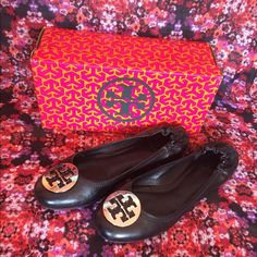 Tory Burch Reva Flats EUC Tory Burch Reva flats. Only worn a few times, comes with box. A few barely visible scuffs near the toe as seen in fourth photo. Black leather with silver hard wear. Tory Burch Shoes Flats & Loafers