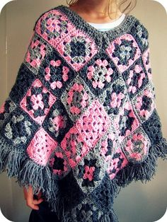 Crochet Granny Square Ideas Paisley Jade's awesome little girl poncho! Love the granny squares! Point Granny Au Crochet, Poncho Au Crochet, Granny Square Sweater, Granny Square Häkelanleitung, Mode Crochet, Crochet Poncho Patterns, Granny Square Crochet Pattern, Crochet Afghans, Crochet Squares