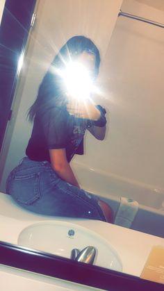 Cute Girl Photo, Girl Photo Poses, Girl Photos, Teenage Girl Photography, Girl Photography Poses, Rauch Fotografie, Mode Instagram, Snapchat Girls, Girls Foto