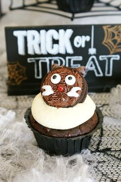 Black Cat Oreo Cupcakes | Living Better Together