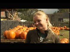 Halloween Pumpkin House in Kenova - YouTube