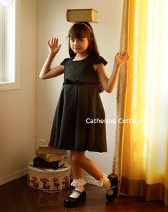 実物が送られてきて私の目には狂いがなかった!ものすごくカワイイです!子供用ワンピース ベロアリボンとキャップスリーブのきちんとワンピース フォーマル 千鳥格子 ブラック 黒 ジャンスカ 卒業式 卒園式 女の子 女児 入学式 スーツ ワンピース  子供ドレスのキャサリンコテージ