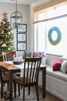 Build it banquette with a window