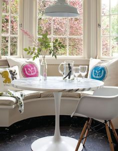 Breakfast nook ideas. Banquette. Minus those weird pillows....yes!!