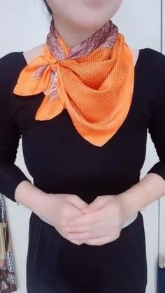 Ways To Tie Scarves, Ways To Wear A Scarf, How To Wear Scarves, Scarf Knots, Diy Scarf, Tying A Scarf, Square Scarf Tying, Scarf Tieing, Scarf Wearing Styles