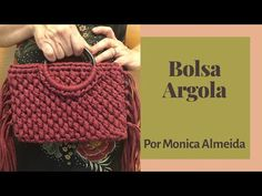 Tutorial bolsa de fio de malha com alça de argola #60 - YouTube Crochet Clutch Pattern, Sparkle Outfit, Crochet Cord, Diy Tote Bag, Macrame Bag, Boho Bags, Crochet Handbags, Peep Toe Shoes, Crochet Designs