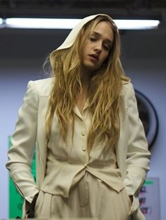 jemima kirke from girls. amazing face. amazing hair. gorgeous. love her.