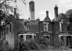 La Rectoría de Borley    Se encuentra en Essex, Inglaterra. Es una mansión victoriana que tiene la fama de ser la casa más encantada del mundo. Cuenta la leyenda que allí se erigía una capilla benedictina donde tuvo lugar un clandestino romance entre un cura y una monja. Descubiertos, él fue ahorcado y ella enterrada viva en uno de los muros del lugar.
