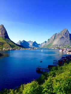 The most picture perfect town in the world Reine in the Lofoten Islands, Norway — Licenced to Travel