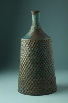 Vase Designed by Stig Lindberg for Gustavsberg, Sweden. Vintage Pottery, Vintage Ceramic, Pottery Vase, Ceramic Pottery, Stig Lindberg, Sculptures Céramiques, Modern Ceramics, Glass Ceramic, Objet D'art