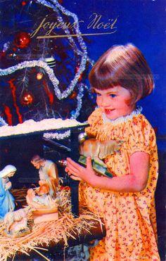 Joyeux Noël - Une fillette place le bœuf dans la crèche de Noël - 1958 (from http://mercipourlacarte.com/picture?/1429/)