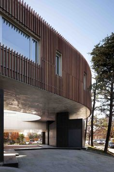 Image 6 of 25 from gallery of Rock & Branch / Hyunjoon Yoo Architects. Photograph by Youngchae Park Interactive Architecture, Theatre Architecture, Timber Architecture, Residential Architecture, Architecture Design, Arch Building, Round Building, Building Design, Facade Design