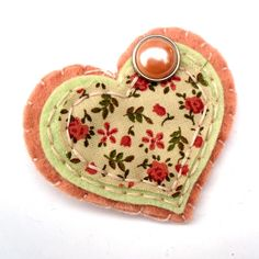Brooch jewelry jewellery felt floral peach heart shaped. Mollymooddesign £10.00, via Etsy.