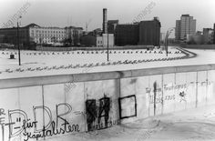View of the Wall at Potsdamer Platz.  Photo, undated (end of the 1970s / beginning of the 1980s?). Hans W. Mende