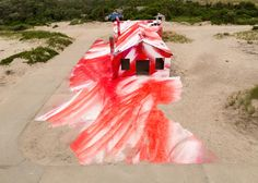 Artist Katharina Grosse did a land art installation in an abandoned building in Rockaway Beach, a beach located in Queens, New York. Land Art, York Beach, Journal Du Design, Rockaway Beach, Abandoned Buildings, Moma, Public Art, Exterior Paint, Installation Art