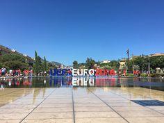 Pour vos transferts durant l'Euro 2016 à Nice faites confiance aux services ID Limousine sur toute la Côte d'Azur.  Vous arrivez sur la Côte d'Azur et vous souhaitez réserver un chauffeur privé en minivan ou en berline pour vos transferts entre l'hôtel et le stade de football de Nice. Rien de plus simple que de réserver une limousine ou un minibus avec chauffeur privé à l'aéroport de Nice ou même au départ de votre hôtel à Nice, Cannes ou Monaco.
